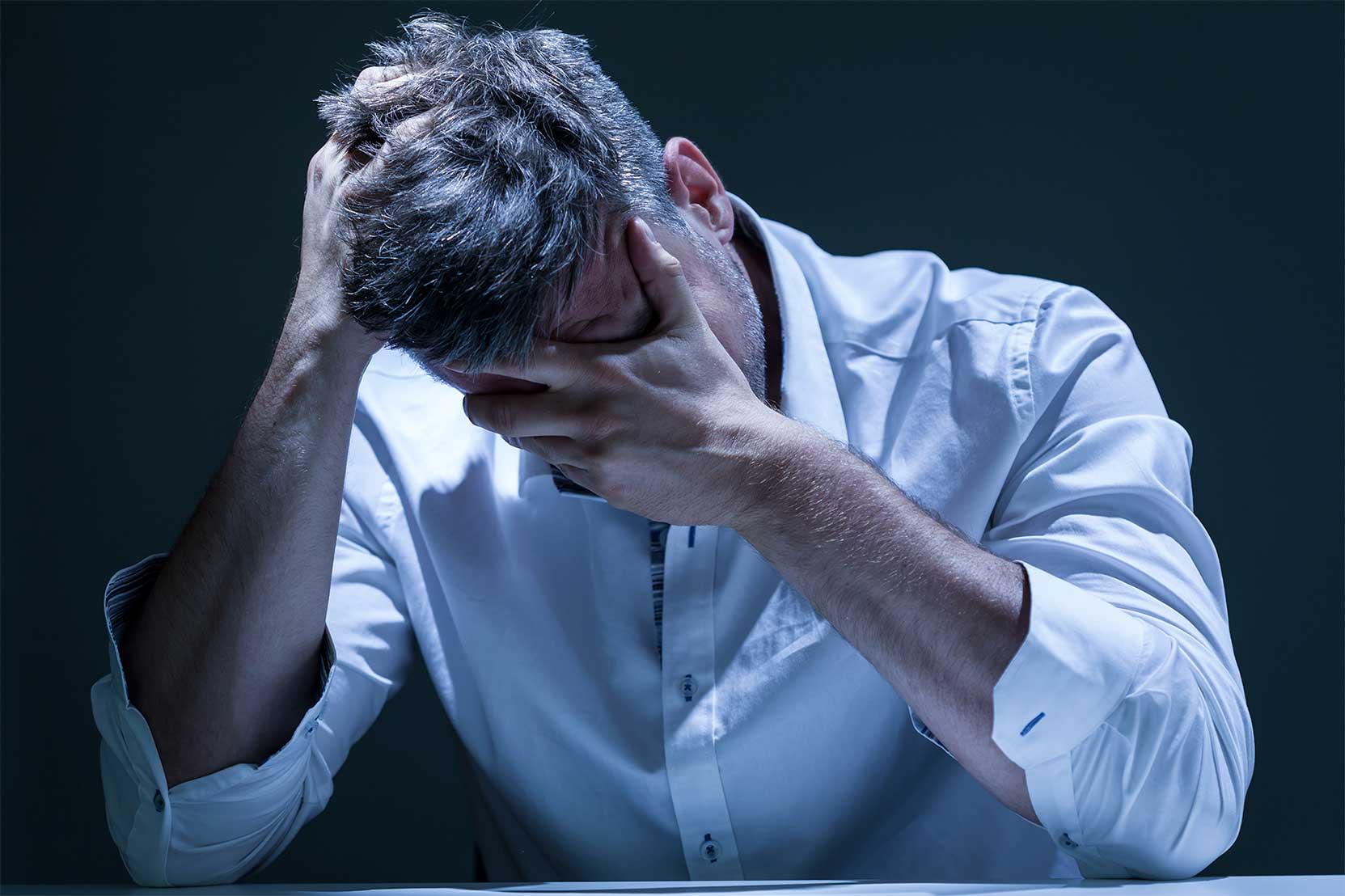 Депрессия у мужчин – причины, признаки и методы лечения