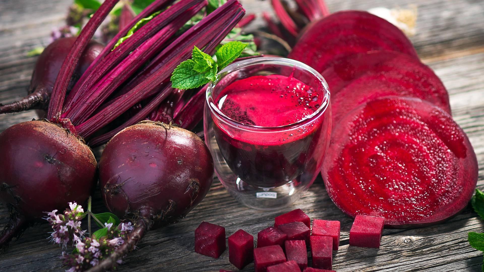 Польза и вред для печени свекольного сока и вареного овоща: как проводить чистку органа в домашних условиях, использовать для этого сырой корнеплод или нет?