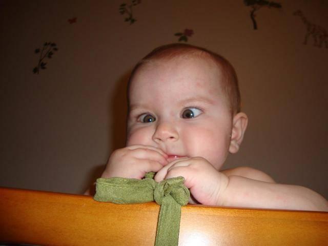 новорожденный косит глаза