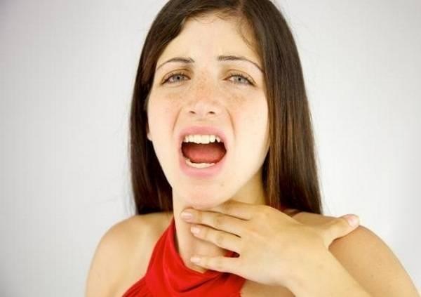 Почему может болеть горло даже когда не больно глотать