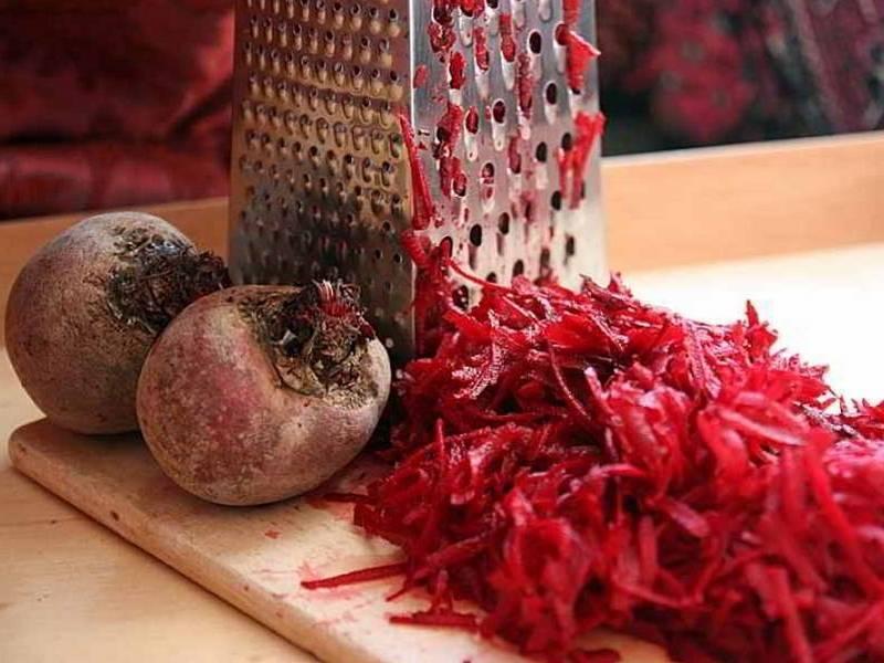 Лечебные свойства свеклы: от каких болезней помогает, как влияет красный овощ на организм человека, описание норм приема, рецепты народных средств, фото корнеплода