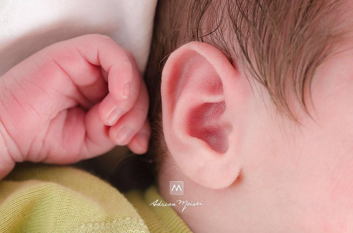 Шишка за ухом у ребенка:  вопросы хирургии и советы по лечению