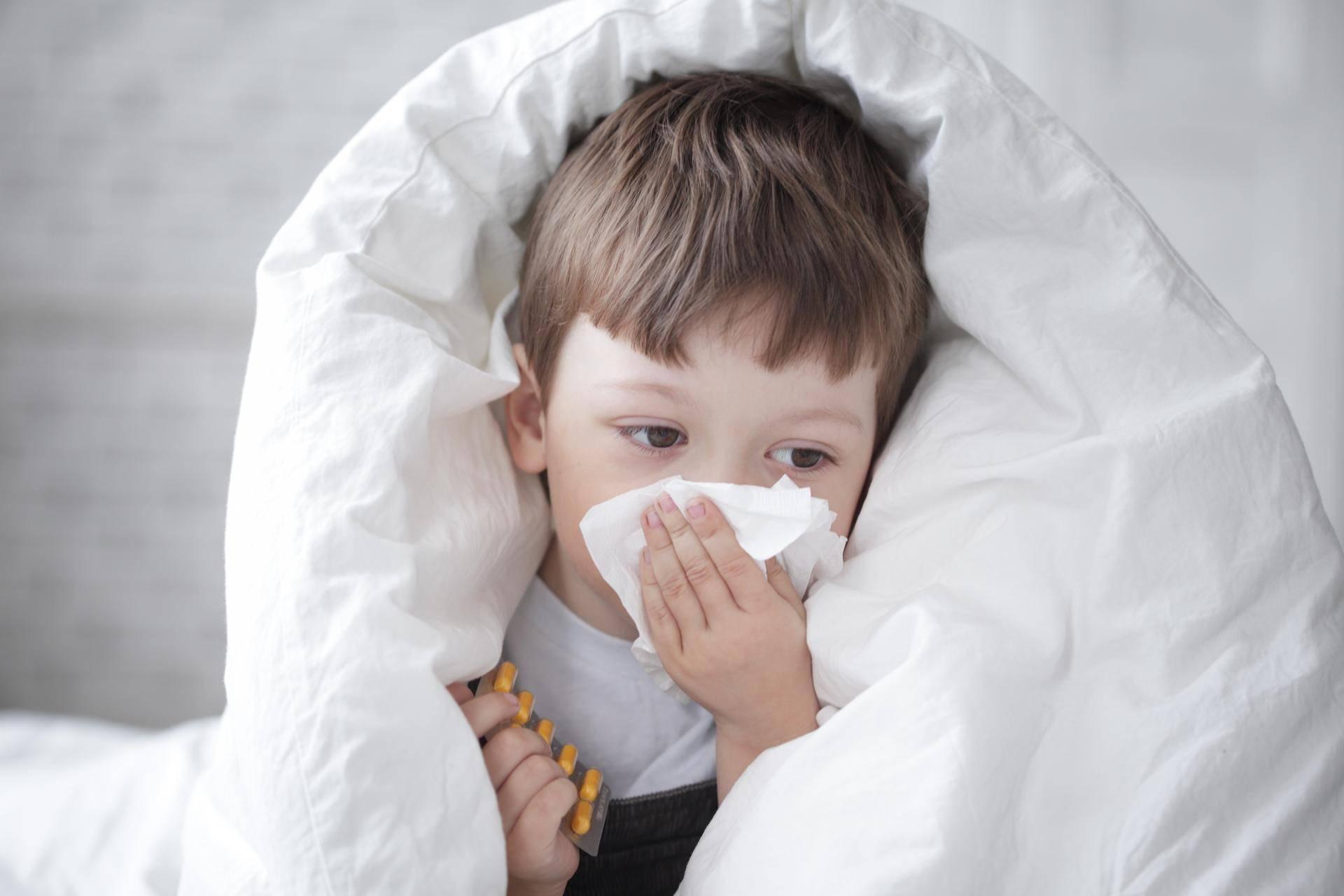 Причины кашля и насморка без температуры у ребенка