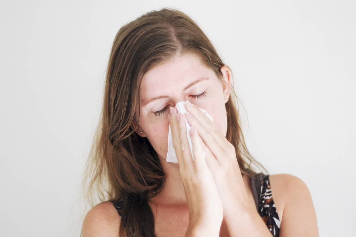 Текут сопли как вода и чихаю: что делать и как лечить взрослого
