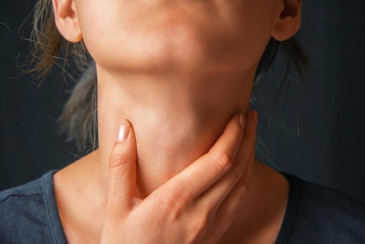 дискомфорт в области щитовидной железы