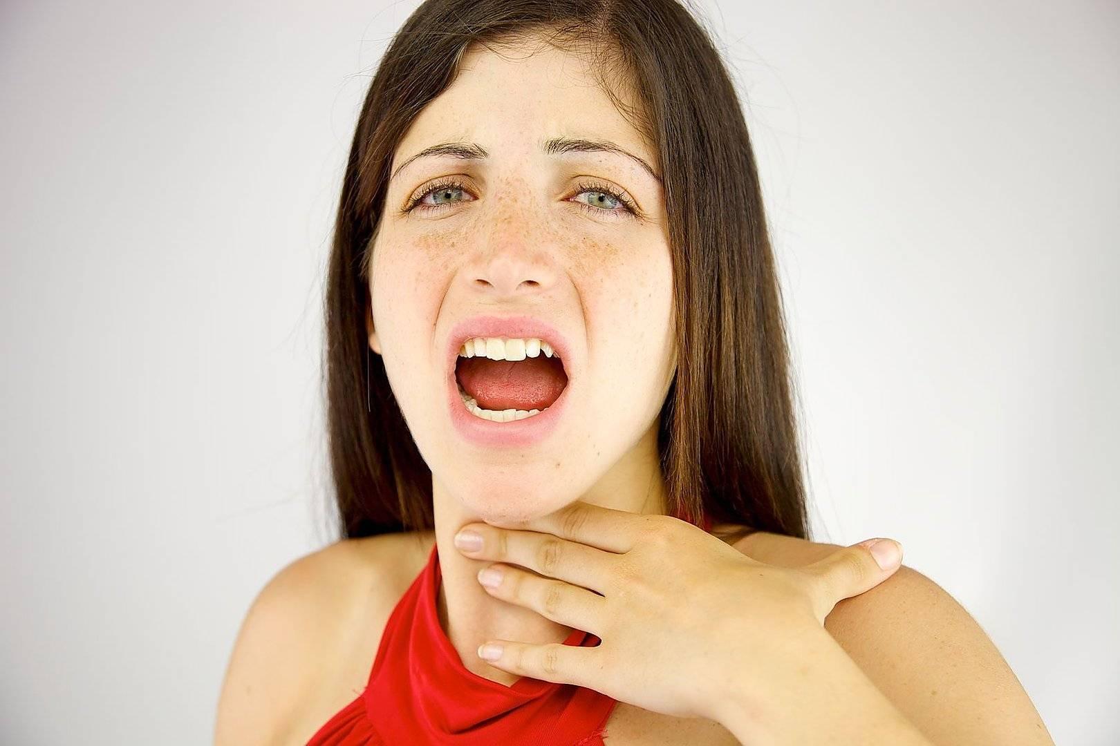 Сухость в горле : причины и лечение