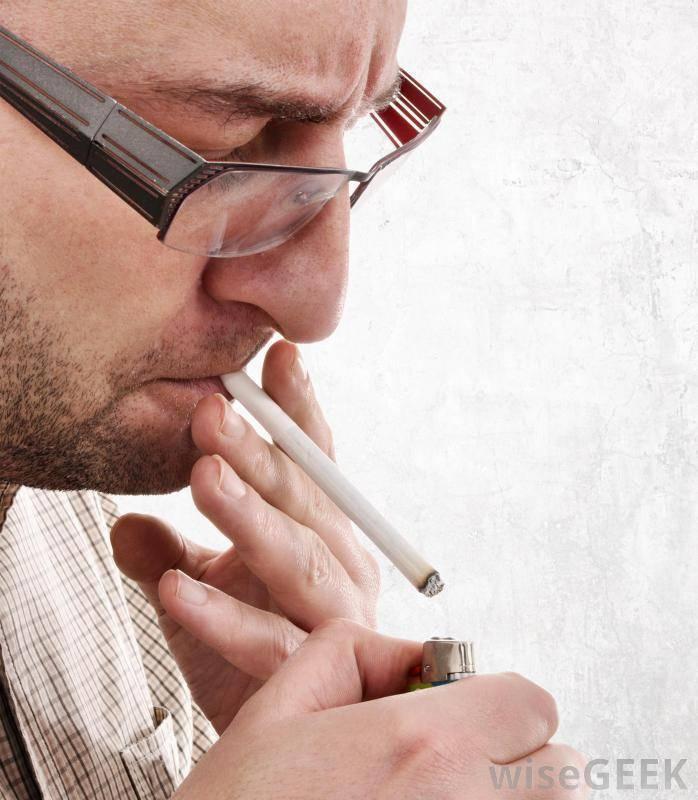 Кашель курильщика: каковы симптомы и как избавиться с помощью медикаментов и народных средств