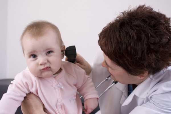 У ребенка сильно болит ухо и температура 38
