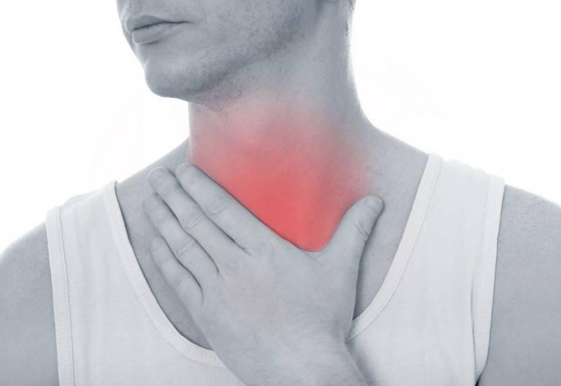 При вдохе болит грудь и горло