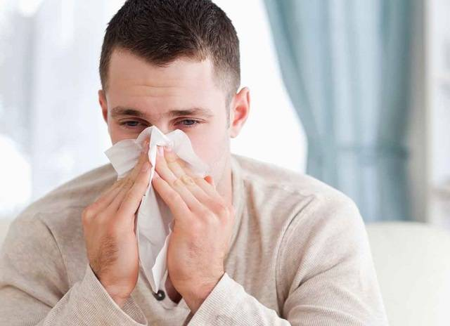 Почему течёт вода из носа при наклоне?