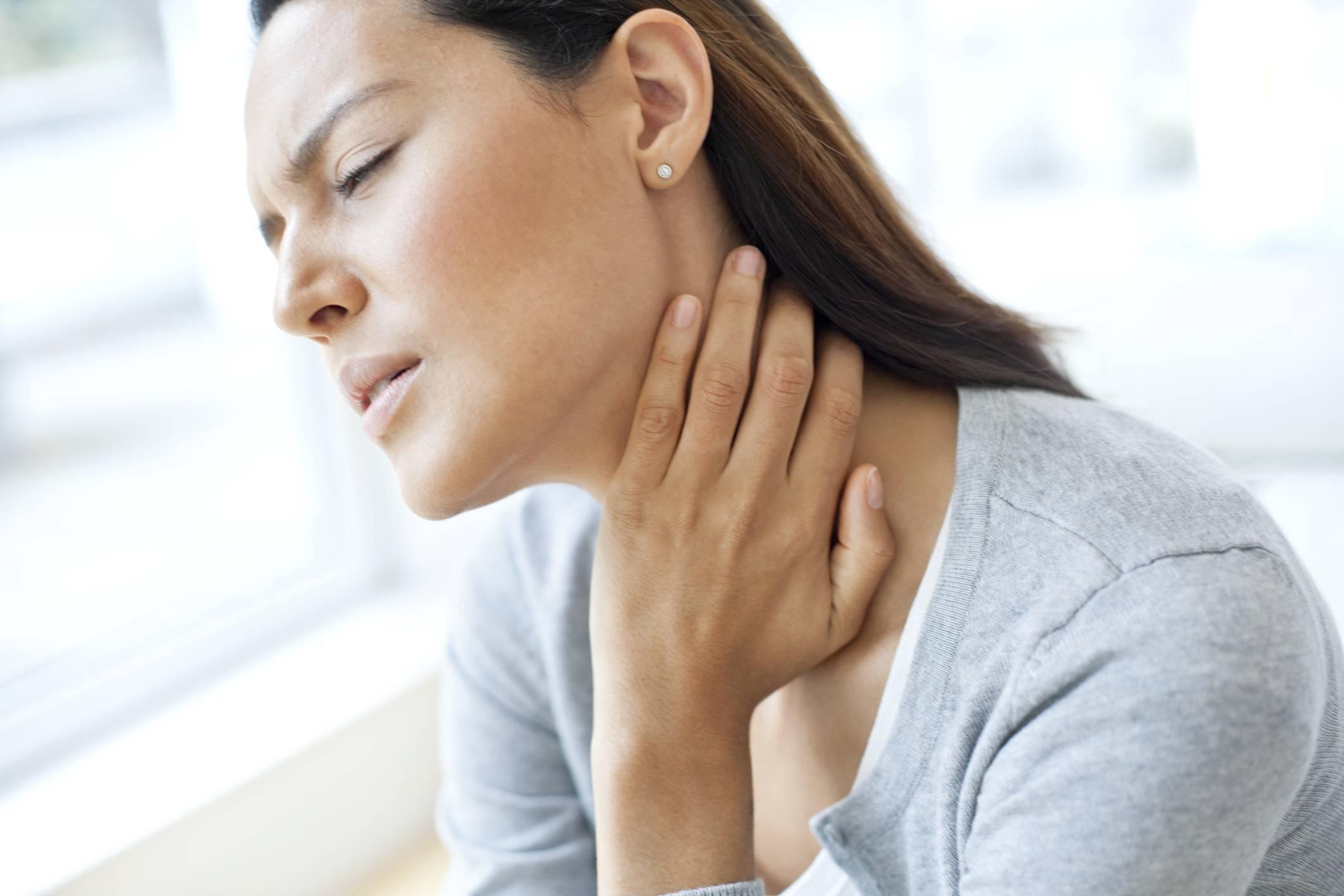 сухость в горле лечение