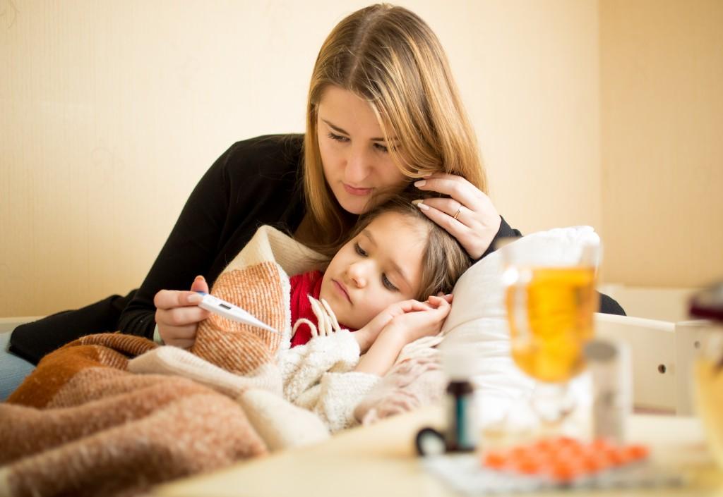 Ангина у кормящей мамы: чем лечить?