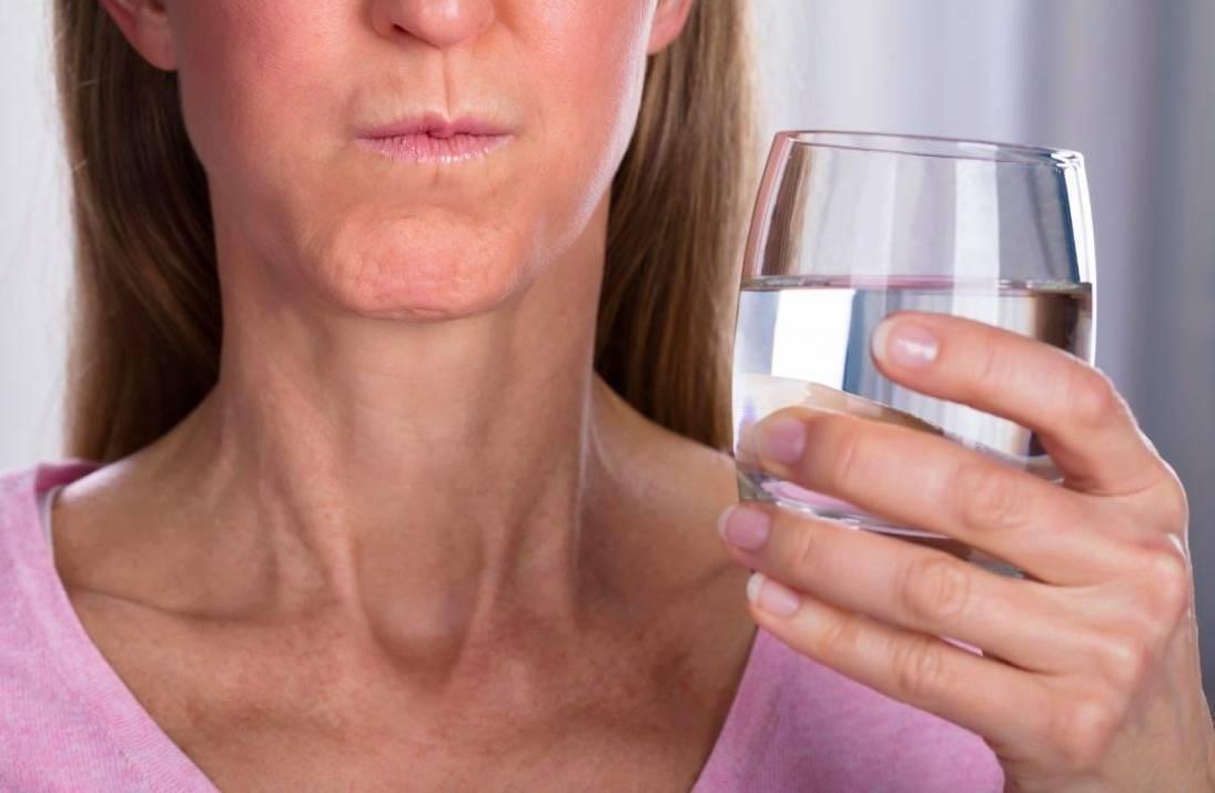 Полоскание горла солью - показания для взрослых и детей, приготовление раствора и правильные пропорции
