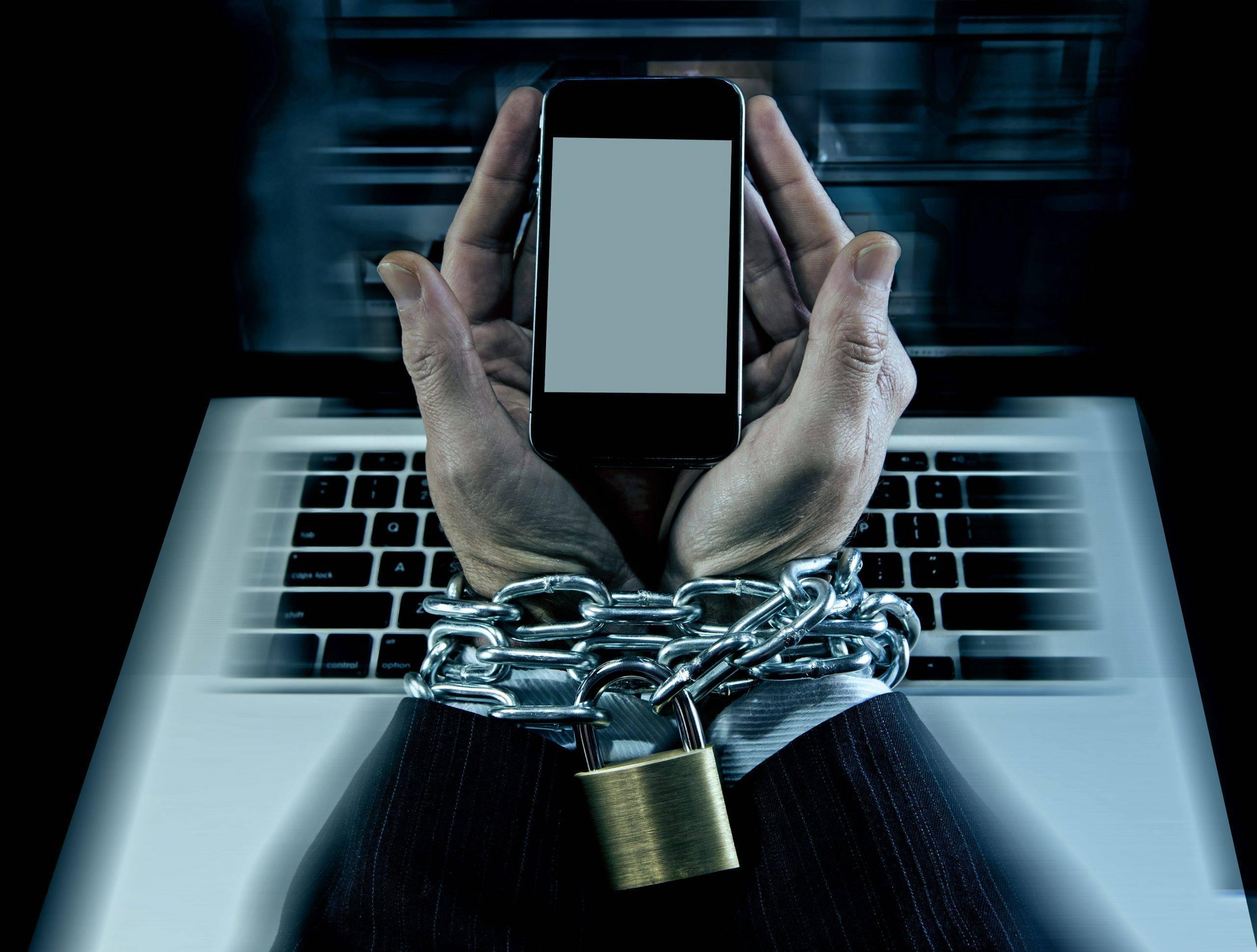 Чем опасна зависимость от смартфона и как навсегда от неё избавиться
