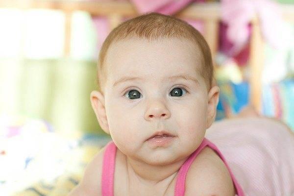 новорожденный косит глазами