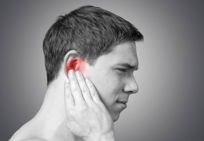 Сильно болит ухо больно жевать