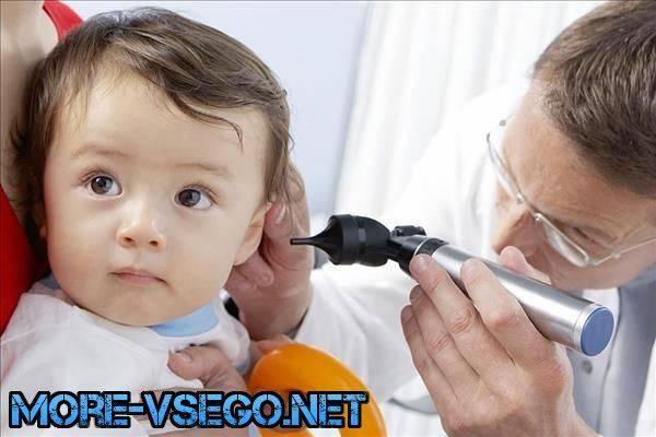 у ребенка болит ухо комаровский