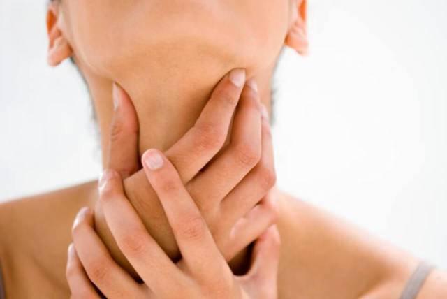 Боль в горле с одной стороны при глотании. причины и лечение