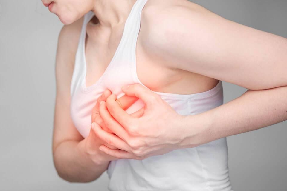 Что делать, если грудь набухла и болит?