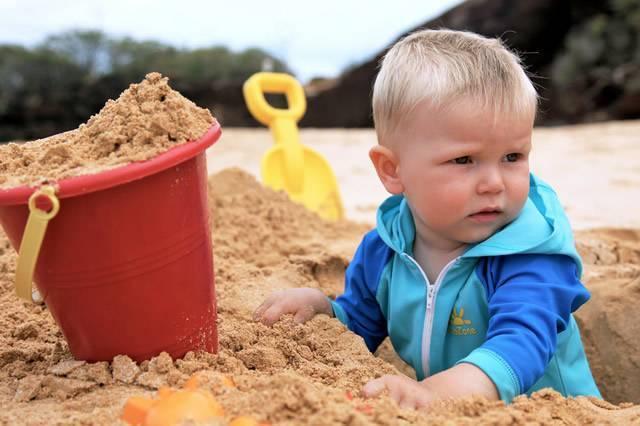 что делать если в глаз попал песок