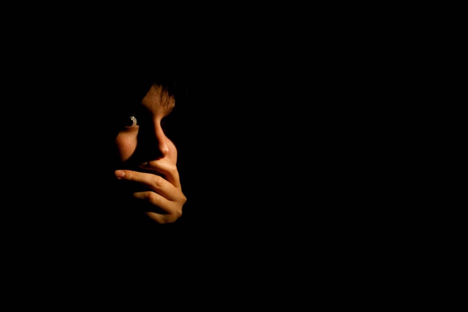Боязнь темноты: описание никтофобии (скотофобии). польза и вред. как избавиться от страха? причины болезни
