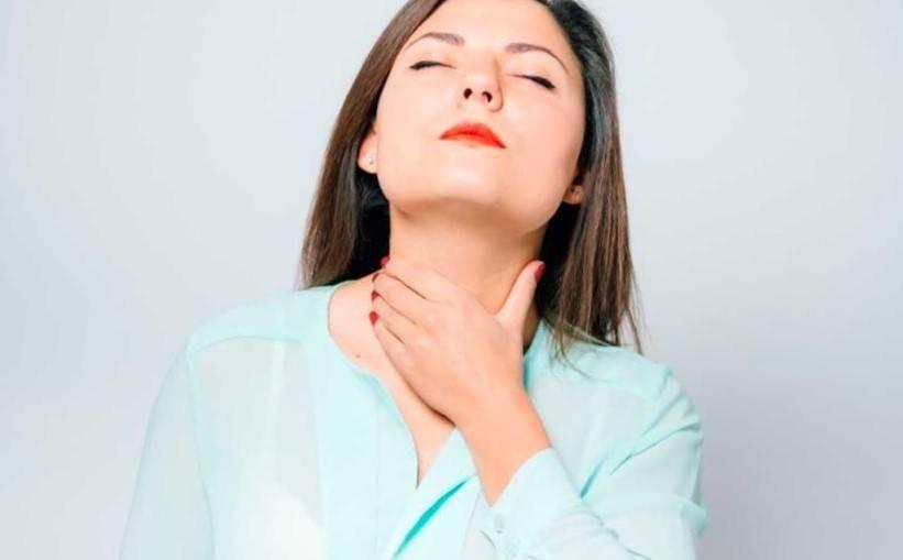 У ребенка пропал голос болит горло чем лечить