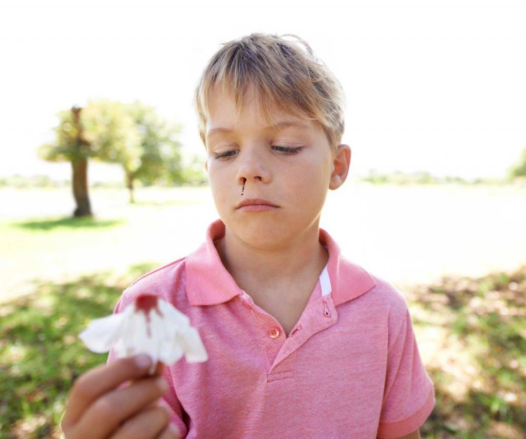 Первые симптомы коронавируса у человека (взрослые и дети)