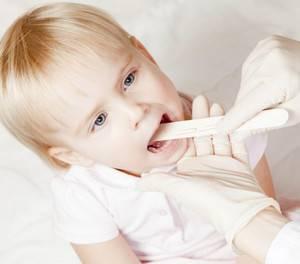 у ребенка болит горло чем лечить комаровский
