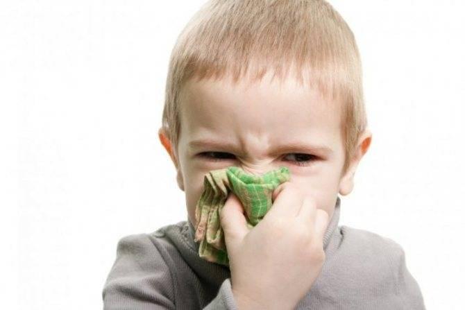 Зелено желтые сопли у ребенка комаровский видео