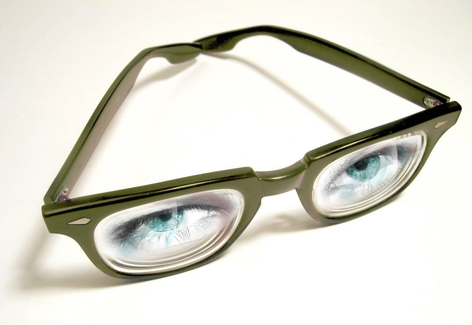 Самый безопасный способ лечения – и к тому же стильный аксессуар. как подобрать очки при астигматизме?