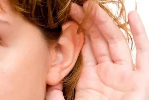 при глотании боль отдает в ухо