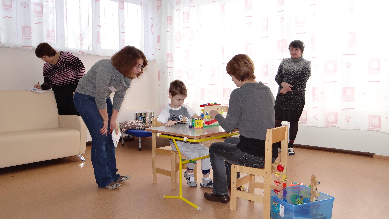 Аутизм у детей: причины, виды, признаки и рекомендации родителям