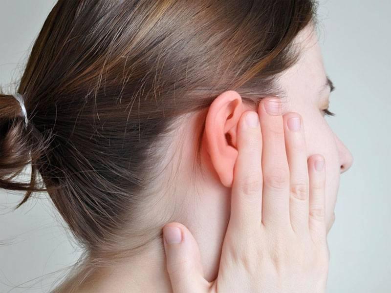 Боль под ухом и в шее: что это значит и что делать?