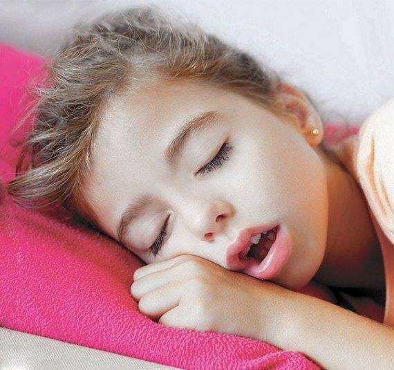 Ребенок храпит во сне соплей нет как лечить