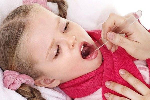 Температура при тонзиллите у детей: симптомы, лечение