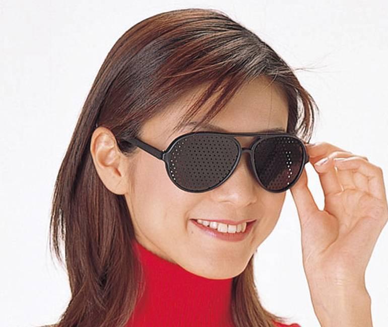 Очки с дырочками для улучшения зрения: помогают ли восстановить зрение и отзывы