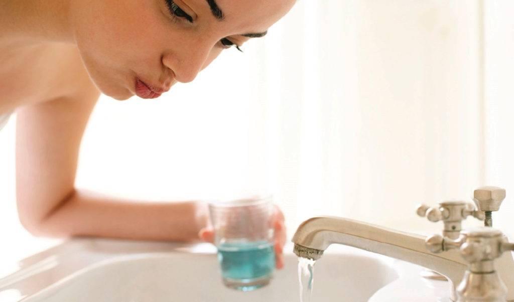 Чем полоскать горло при беременности? безопасные препараты от горла при беременности. лечим больное горло во время беременности чем можно полоскать горло беременным