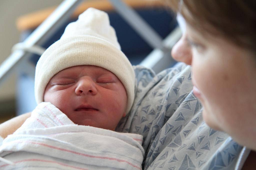закисание глаз у новорожденных лечение