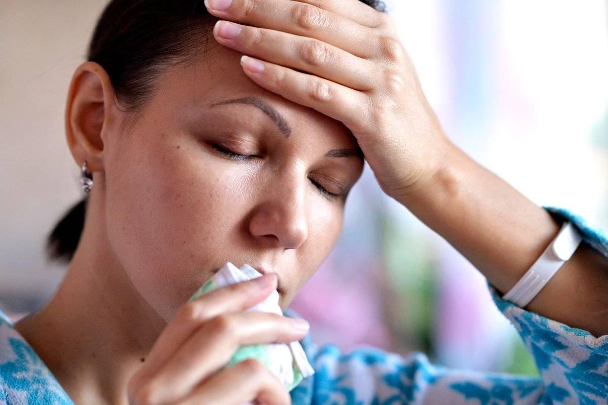 Чихание и насморк без температуры: лечение у взрослых и детей