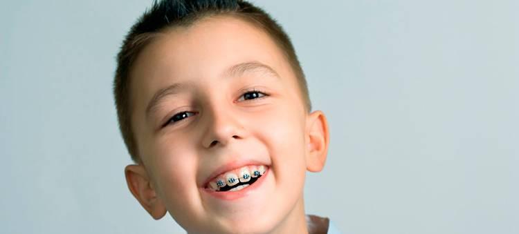Что делать, когда у ребенка растут кривые зубы?