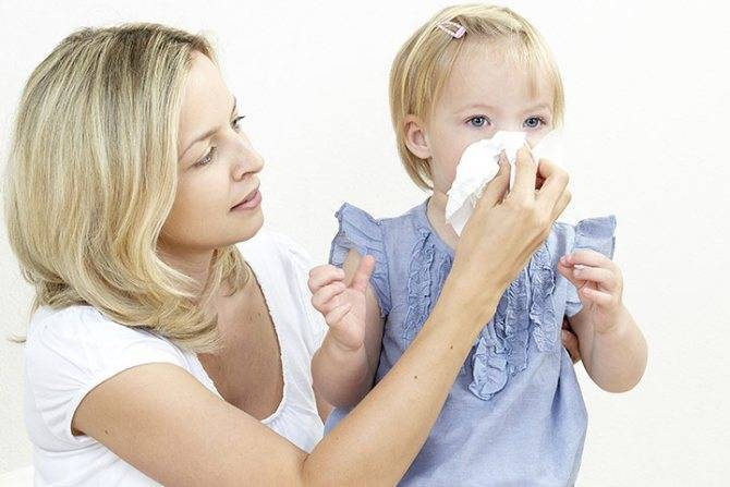 Как быстро вылечить насморк у ребенка в домашних условиях. народные средства, аптечные препараты