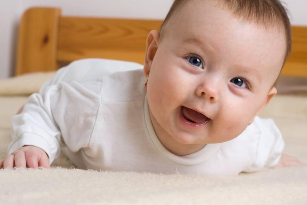 Косоглазие у новорожденного – не всегда норма: как определить и вовремя принять меры?