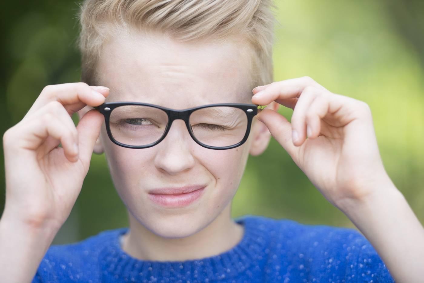 нервный тик глаза причины и лечение у детей