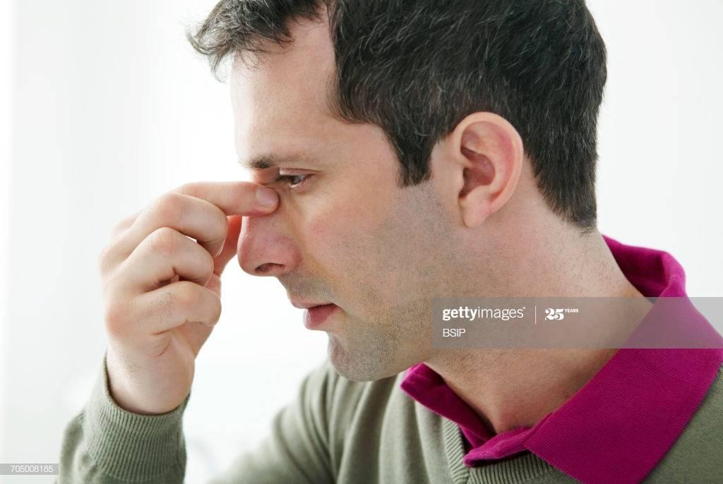 Болит переносица голова и глаза но нет насморка