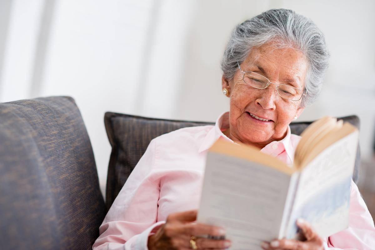 как помочь пожилому человеку выйти из депрессии