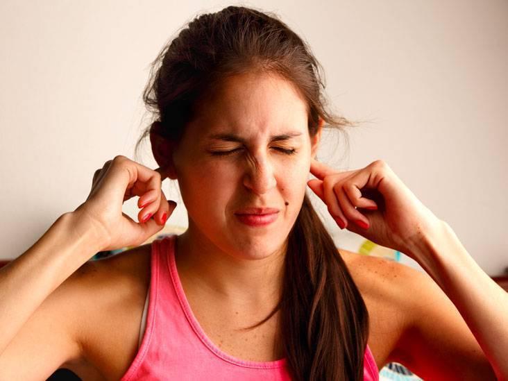 Причины, диагностика и лечение гула в ушах