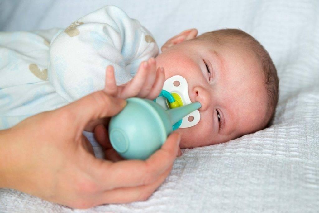 Школа мам: как правильно почистить носик новорожденному