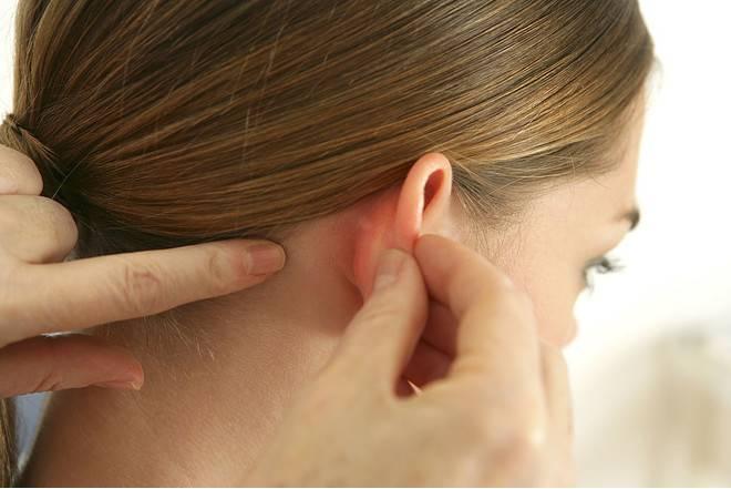 боль за ухом причины лечение