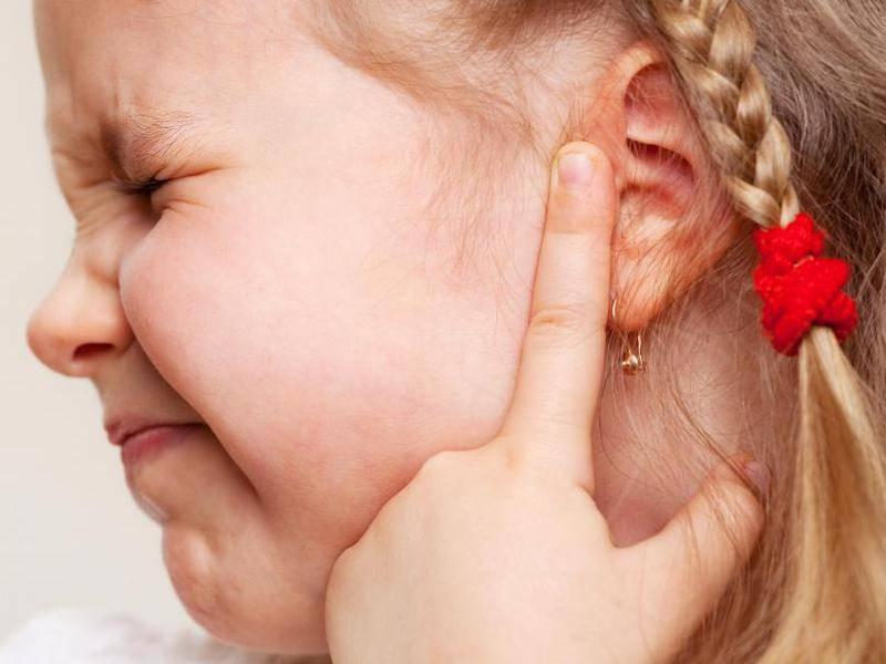 Первая помощь при отите у ребенка в домашних условиях: народные средства, рецепты