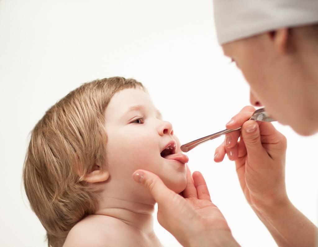 Ларинготрахеит у детей и взрослых: симптомы и лечение, неотложная помощь